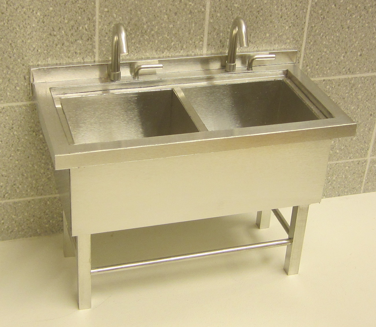 1:10 COMMERCIAL SINK