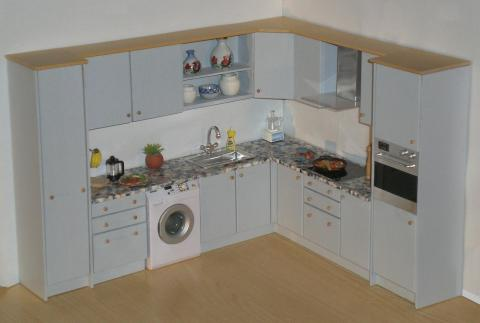 Kitchen in pale grey with granite effect top