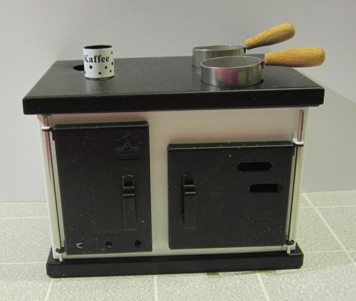 1:10 WORKING STOVE - SEE DETAILS (damaged)